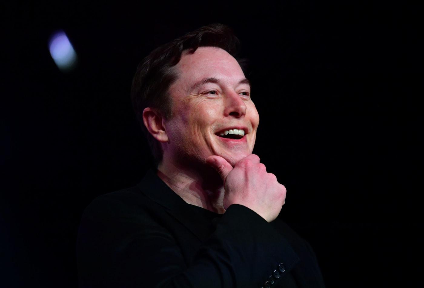 """Công Việc """"Kỳ Lạ"""" Của Elon Musk Năm 17 Tuổi"""